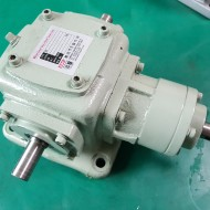 MITER GEAR BOX 4AI-LR-0 1:1 5.61KW(중고)
